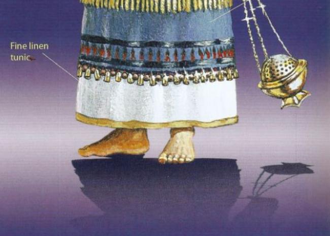 13-barefoot_priest